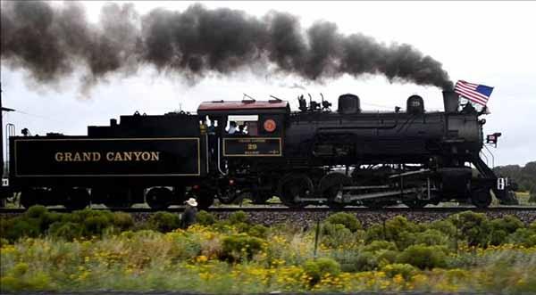 Железнодорожный поезд, курсирующий между Уильямсом и Гранд-Каньоном