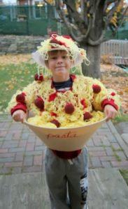 Аппетитный костюм-креатив макароны-песочница