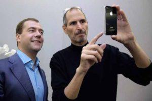 iPhone 4 - подарок президенту Медведеву